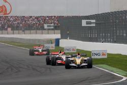 Нельсон Пике-мл., Renault F1 Team и Льюис Хэмилтон, McLaren Mercedes
