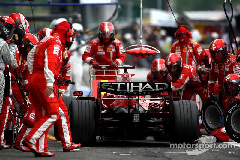 Kimi Raikkonen, Scuderia Ferrari, pitstop