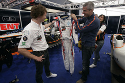 Alessandro Alunni Bravi, Trident Racing presents Mike Conway with his new race boots and race overalls