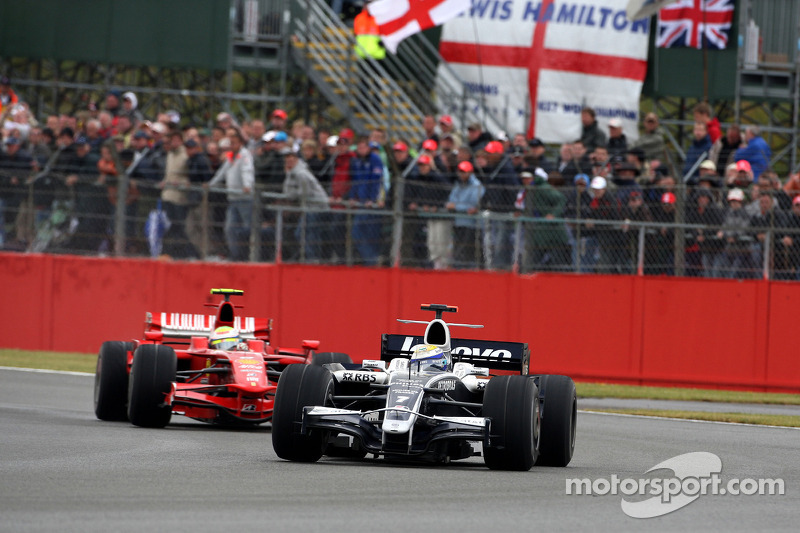 Nico Rosberg, WilliamsF1 Team leads Felipe Massa, Scuderia Ferrari