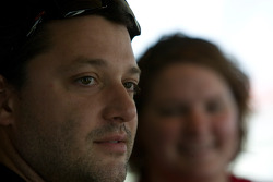 Tony Stewart talks and answers questions to fans