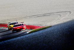 #95 Scuderia Praha Ferrari 458: Jri Pisarik vor #37 Scuderia Praha Ferrari 458: Jan Danis