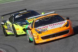#180 Kessel Racing Ferrari 458 Italia, Gautam, Singhania voor #181 Ineco MP - Racing Ferrari 458: Er
