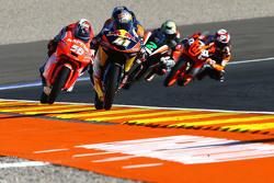Brad Binder, Red Bull KTM Ajo devant un groupe