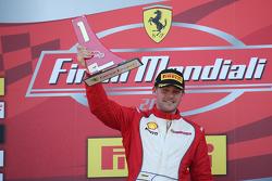 Podyum 2. Yarış Pirelli AM EU: Kazanan #92 Stratstone Ferrari Ferrari 458: Sam Smeeth