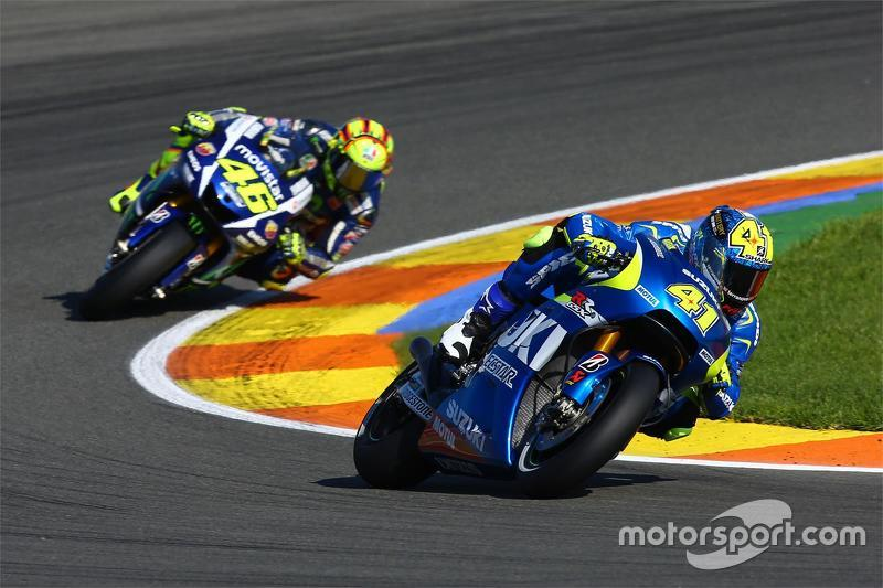 Aleix Espargaro, Team Suzuki MotoGP and Valentino Rossi, Yamaha Factory Racing