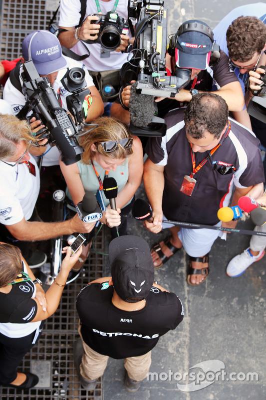Lewis Hamilton, Mercedes AMG F1 met de media