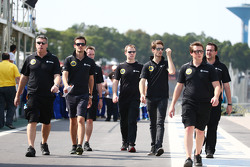 Jolyon Palmer, Pilote de réserve et d'essais Lotus F1 Team et Romain Grosjean, Lotus F1 Team lors de la reconnaissance du circuit avec l'équipe