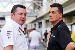 Eric Boullier, Director de carreras de McLaren con Federico Gastaldi, Lotus F1 Team equipo de subdirector