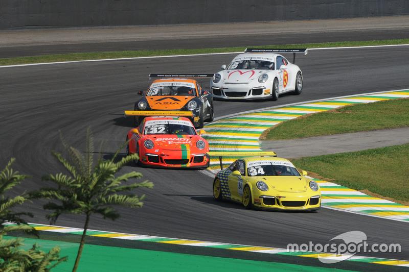 Ação na pista em Interlagos