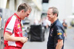 (L to R): Джеймс Еллісон, Ferrari Технічний директор з шасі з Пол Монаген, Головний інженер Red Bull
