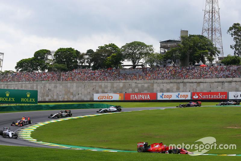 Kimi Räikkönen, Ferrari SF15-T, beim Start