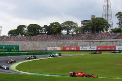 Кімі Райкконен, Ferrari SF15-T на початку гонки