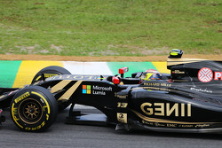Pastor Maldonado, Lotus F1 E23 with a #PrayForParis hashtag on the car