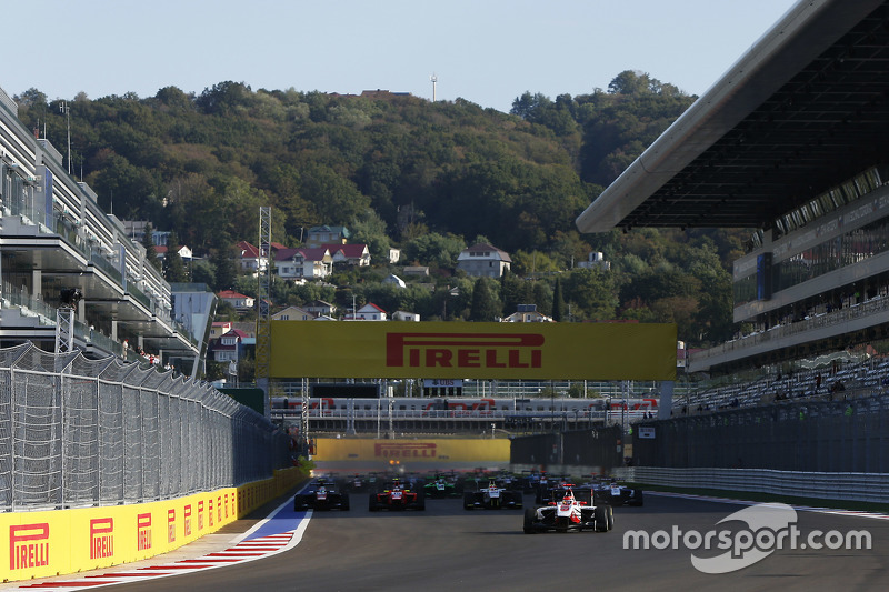 Race 1 Start: Esteban Ocon, ART Grand Prix leads