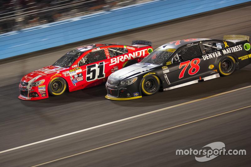Мартін Труекс мол., Furniture Row Racing Chevrolet та Джастін Алльгайер, Hscott Motorsports Chevrole