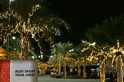 Команды Audi Sport Team Joest а паддоке Бахрейна