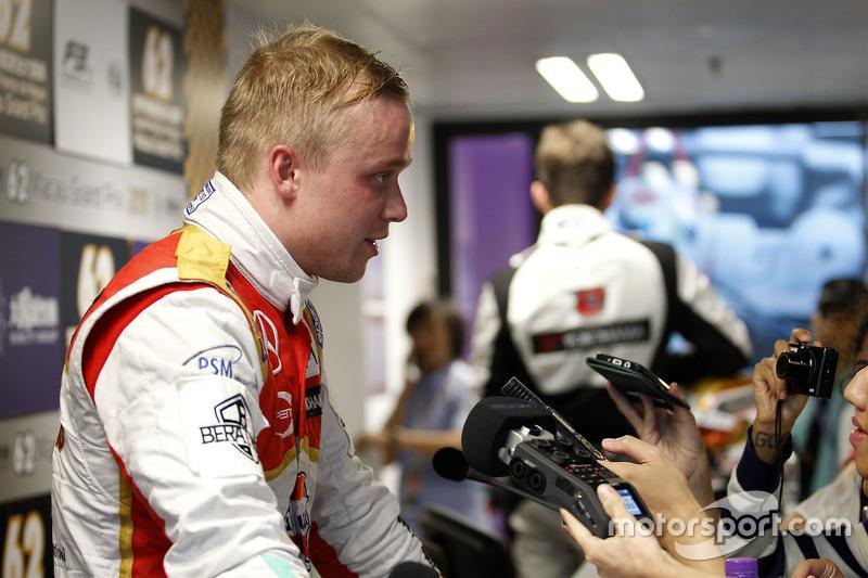 Felix Rosenqvist, Prema Powerteam, Dallara Mercedes-Benz, mit der Presse