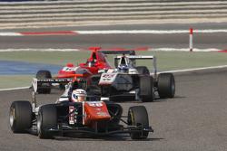 Michele Beretta, Trident memimpin Zaid Ashkanani, Campos Racing, dan Aleksander Bosak, Arden Interna