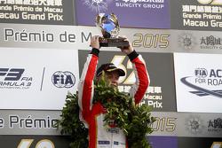 Podio: il vincitore Felix Rosenqvist, Prema Powerteam