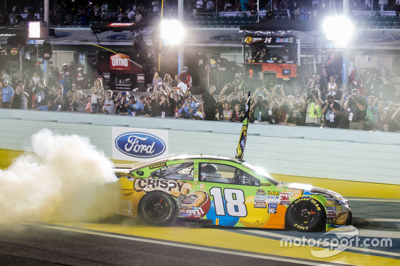 Race winner and 2015 NASCAR Sprint Cup series champion Kyle Busch, Joe Gibbs Racing Toyota celebrate