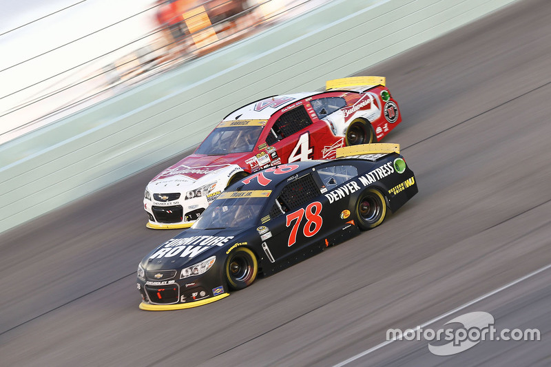 Kevin Harvick, Stewart-Haas Racing Chevrolet; Martin Truex Jr., Furniture Row Racing Chevrolet