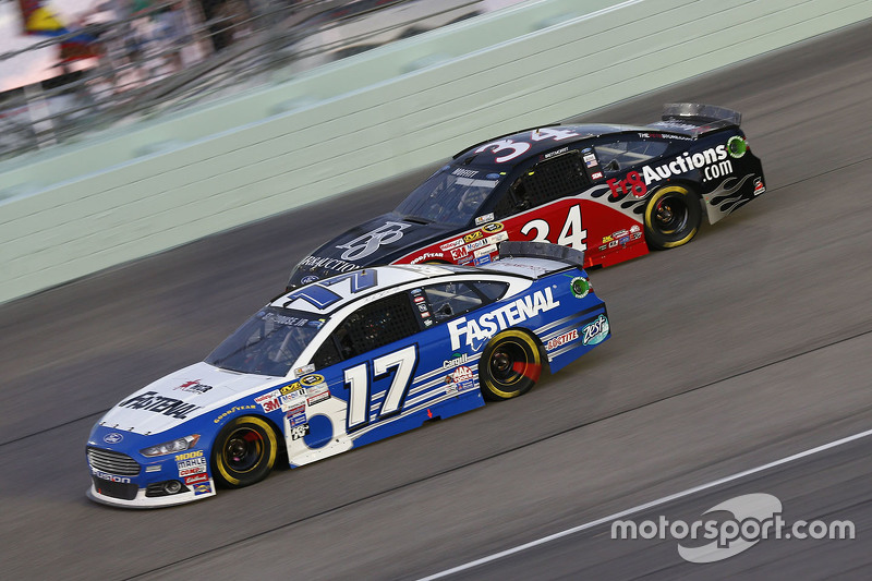 Ricky Stenhouse Jr., Roush Fenway Racing Ford, und Brett Moffitt