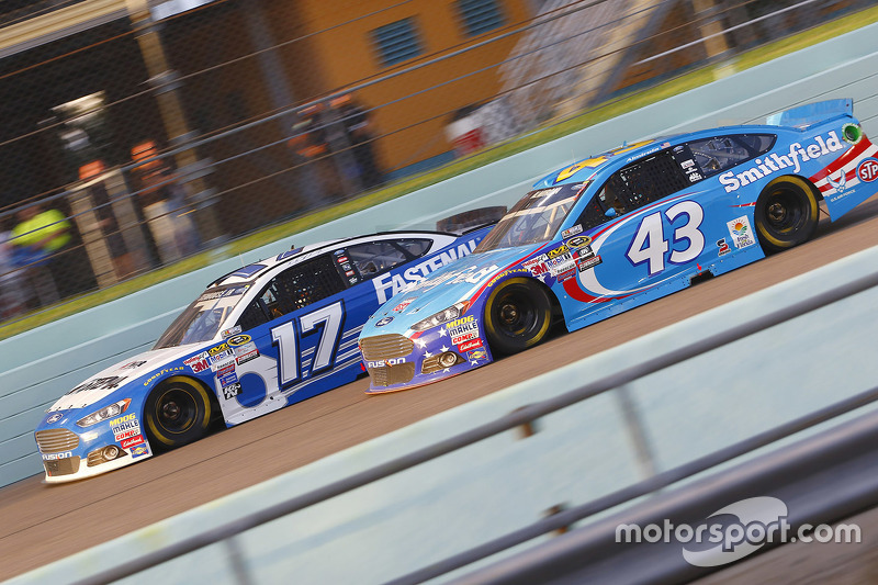 Ricky Stenhouse Jr., Roush Fenway Racing Ford and Aric Almirola, Richard Petty Motorsports Ford