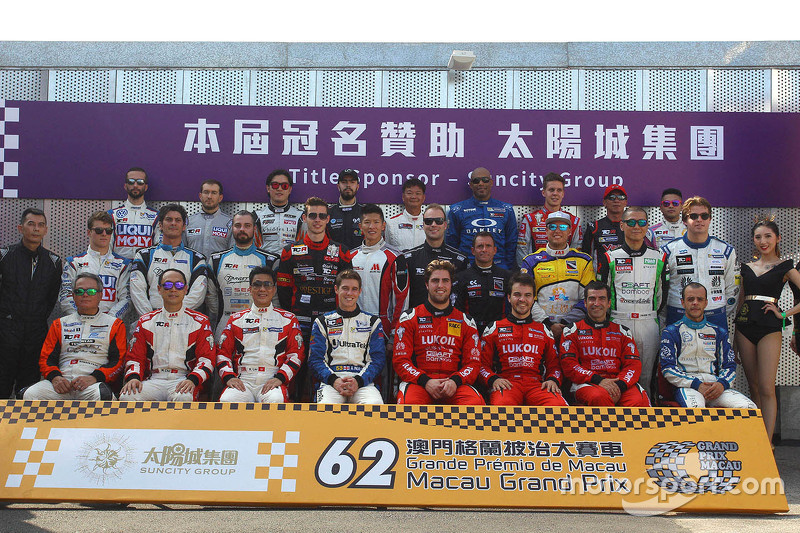 Gruppenfoto der TCR-Fahrer in Macau