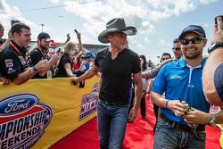 Artista Tim McGraw y Ricky Stenhouse Jr., Roush Fenway Racing Ford