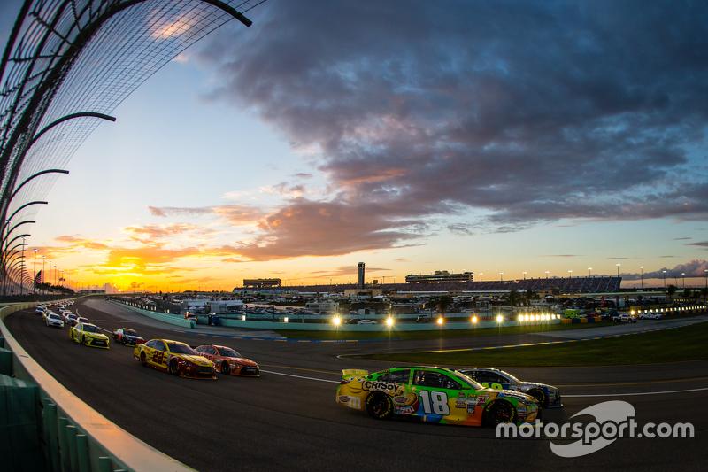 Jimmie Johnson, Hendrick Motorsports Chevrolet and Kyle Busch, Joe Gibbs Racing Toyota lead the fiel