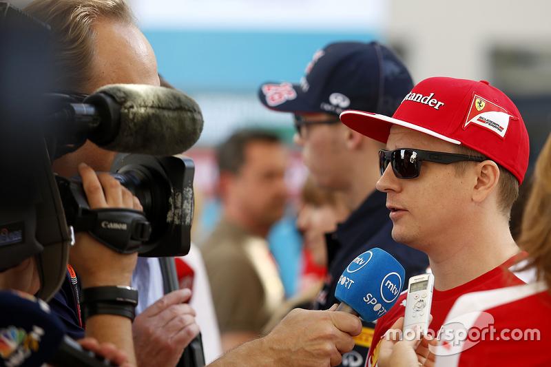 Kimi Räikkönen, Ferrari, mit der Presse