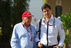 Niki Lauda, Mercedes Non-Executive Chairman met Toto Wolff, Mercedes AMG F1 aandeelhouder en Executive Director