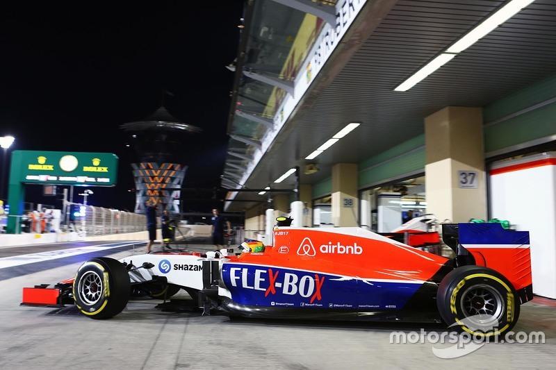 Roberto Merhi, Manor Marussia F1 Team, beim Verlassen der Box