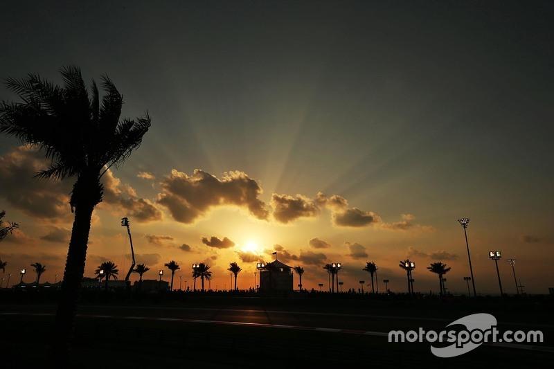 Sonnenuntergang an der Strecke