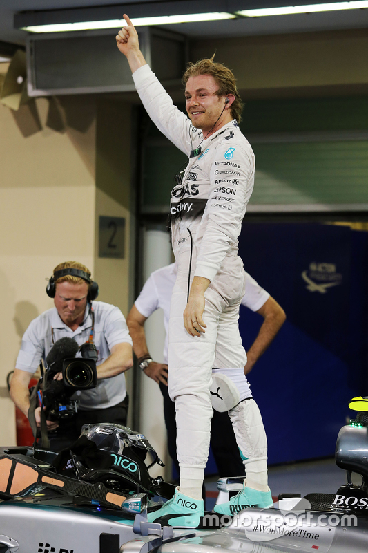 Winnaar Nico Rosberg, Mercedes AMG F1 W06 viert in parc fermé