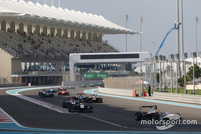 Race 2 Start: Alex Palou, Campos Racing leads