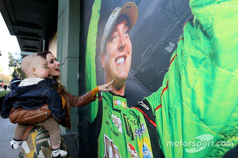 Samantha Busch and son Brexton look at a photo of 2015 NASCAR Sprint Cup Series champion Kyle Busch, Joe Gibbs Racing Toyota