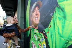Samantha Busch and son Brexton look at a photo of 2015 NASCAR Sprint Cup Series champion Kyle Busch, Joe Gibbs Racing Toyota