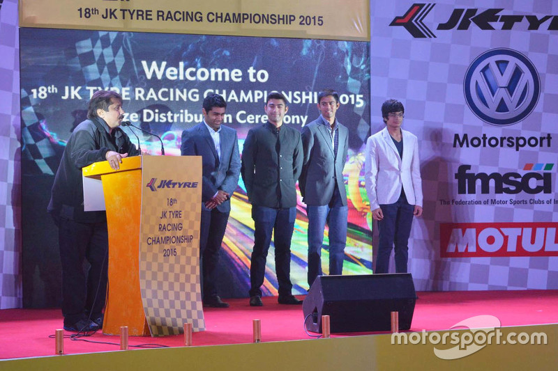 Sanjay Sharma, Head of JK Motorsport with Karun Chandhok, Armaan Ebrahim, Aditya Patel and Arjun Mai