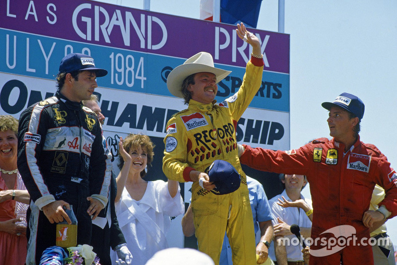 Podium: race winnaar Keke Rosberg, Williams, tweede René Arnoux, Ferrari, derde Elio de Angelis, Lotus