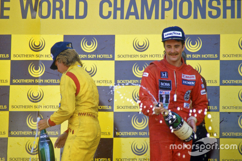 Race winner Nigel Mansell, Williams, second place Keke Rosberg, Williams