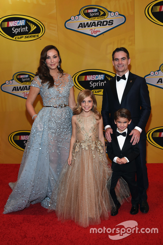 Jeff Gordon, Hendrick Motorsports Chevrolet with wife Ingrid, daughter Ella and son Leo