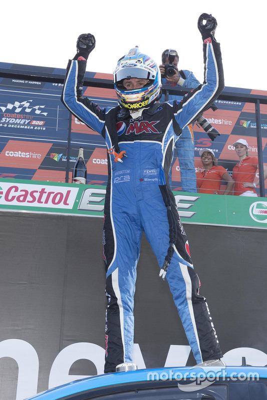 2015 V8 Supercars kampioen Mark Winterbottom, Prodrive Racing Australia Ford viert in parc fermé