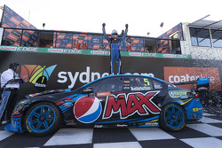 2015 V8 Supercars Champion Mark Winterbottom, Prodrive Racing Australia, Ford, feiert