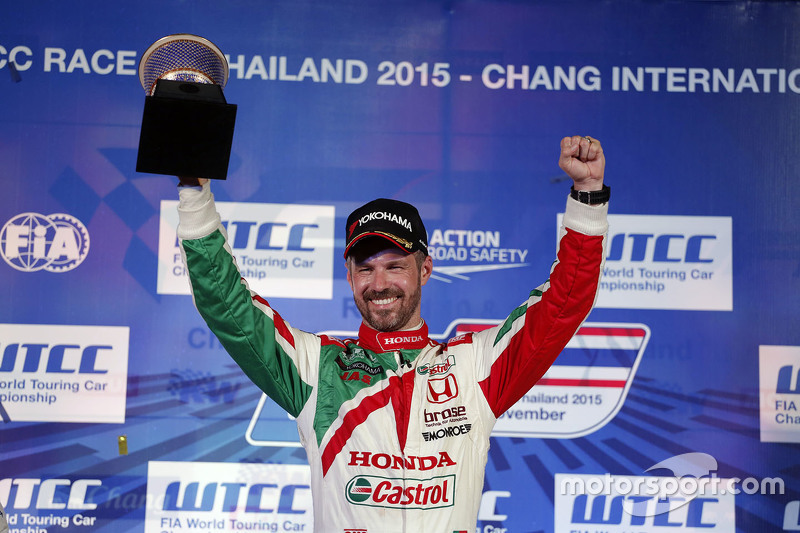 Race 2 podium: winner Tiago Monteiro, Honda Racing Team JAS