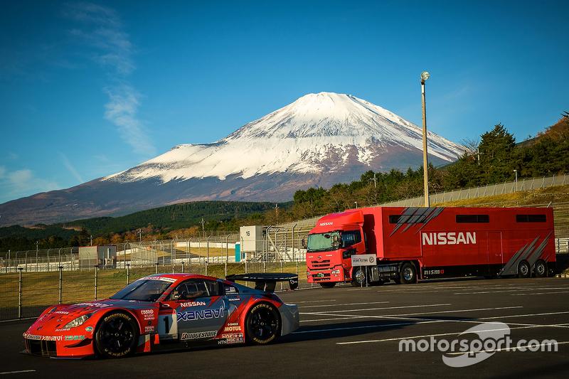 Nissan Z under Mount Fuji