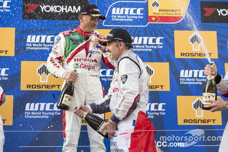 Podium: race winner Yvan Muller, Citroën C-Elysee WTCC, Citroën World Touring Car team, second place Gabriele Tarquini, Honda Civic WTCC, Honda Racing Team