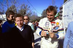 Jean Todt, jefe de Peugeot Sport y Carlos Reutemann