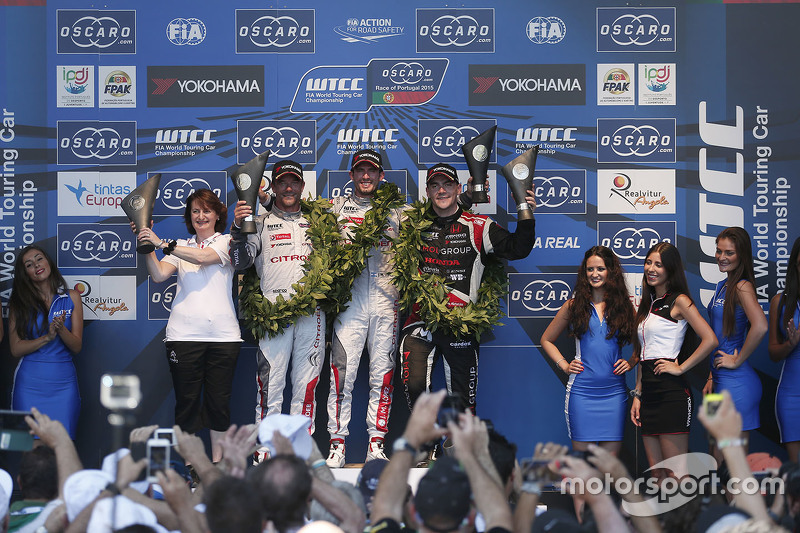 Podium: race winner Jose Maria Lopez, Citroën World Touring Car team, second place Sébastien Loeb, C